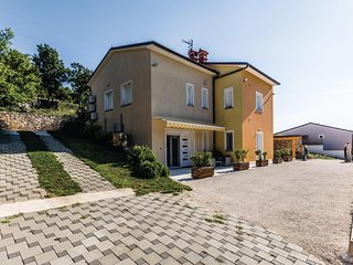 Stunning home in Sorici w/ WiFi and 1 Bedrooms