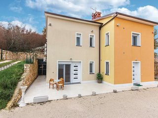 Amazing home in Sorici w/ WiFi and 1 Bedrooms