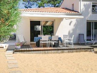 Amazing home in La Tranche Mer w/ 3 Bedrooms
