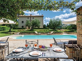Beautiful home in Perugia -PG- w/ WiFi and 9 Bedrooms