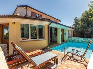 Amazing home in Liznjan w/ Sauna, WiFi and 3 Bedrooms