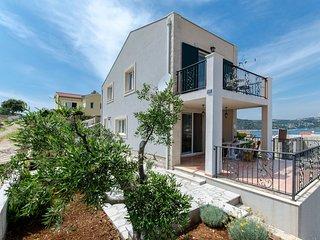 House Anela (49011-K1)