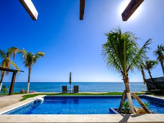 GRAND OPENING SALE! NIKTE-HA 4 | OCEANFRONT WITH POOL! A/C!