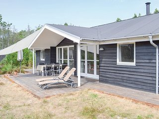 Stunning home in Ålbæk w/ Sauna, 4 Bedrooms and WiFi