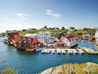 Amazing home in Tjeldstø w/ WiFi and 3 Bedrooms (N20627)