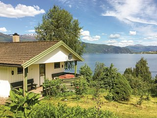 Stunning home in Balestrand w/ 2 Bedrooms