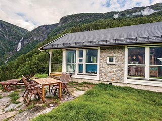 Amazing home in Skjolden w/ WiFi and 4 Bedrooms