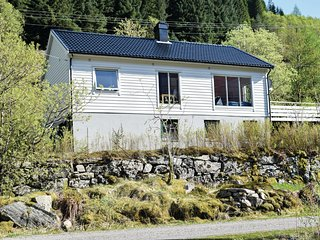 Awesome home in Eivindvik w/ 4 Bedrooms