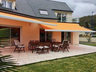 Villa moderne, grande terrasse sud, jardin, 350m plage, 700m commerces,10 pers