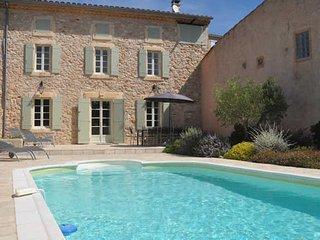 Maison Du Bijou- Farmhouse in Minervois vineyards with pool (sleeps 8)