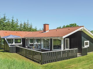 Beautiful home in Ålbæk w/ Sauna and 5 Bedrooms