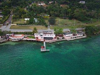 Star- Apple Getaway Ocean Front Villa
