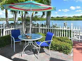 BEACH VACATION STARTS HERE, 2 PERFECT 2BR APARTMENTS! POOL, GRILL!