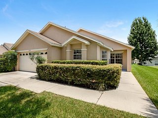 Modern 4 bed home with own private pool close to Disney