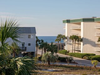 Santa Rosa Beach Condo w/Balcony-Walk to Gulf