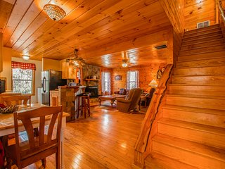 Speckled Trout Family Cabin 3BR 2BA | Hot Tub |Trout Fishing | Trails | Privacy