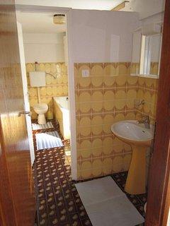 A1(4+2): bathroom