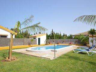 Chalet con piscina en Roche Viejo