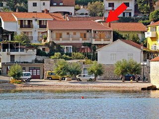 One bedroom apartment Jelsa (Hvar) (A-5691-a)