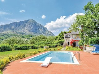 Stunning home in S.Giovanni a Piro SA w/ 6 Bedrooms and WiFi
