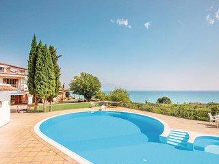 Luxe villa met groot zwembad en veel stijl.