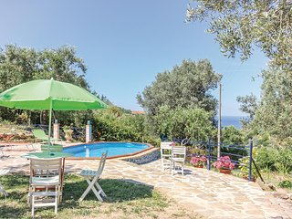 Awesome home in S.Mauro Cilento -SA- w/ 4 Bedrooms (IKC464)
