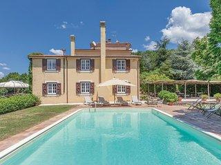 Mooie villa met zwembad en tuin op heuvelhelling (IKG455)