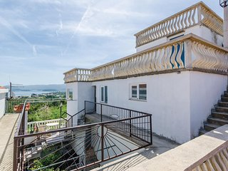 Nice home in Sreser w/ WiFi and 2 Bedrooms (CDP462)