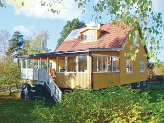 Beautiful home in Spånga w/ WiFi and 3 Bedrooms