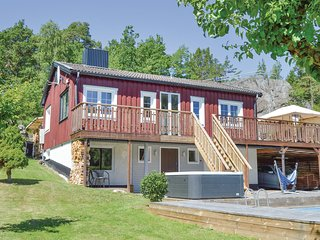 Beautiful home in Ekerö w/ WiFi and 4 Bedrooms (S44084)