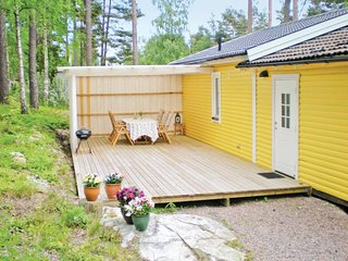 Awesome home in Oxelösund w/ 2 Bedrooms