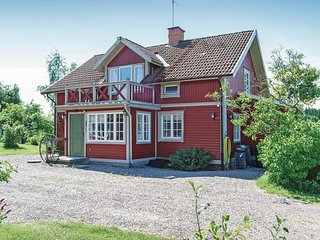 Nice home in Malmkoping w/ Sauna, WiFi and 3 Bedrooms