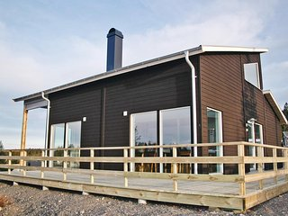 Beautiful home in Sysslebäck w/ Sauna and 5 Bedrooms
