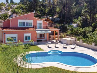 Stunning home in Peracko Blato w/ WiFi and 4 Bedrooms