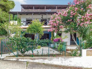 Beautiful home in Parghelia w/ 2 Bedrooms