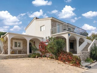 Stunning home in Klek w/ WiFi and 2 Bedrooms
