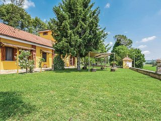 Awesome home in Alvignano CE w/ WiFi and 3 Bedrooms (IKL116)