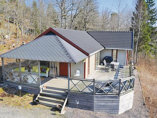 Stunning home in Dalskog w/ Sauna, WiFi and 3 Bedrooms