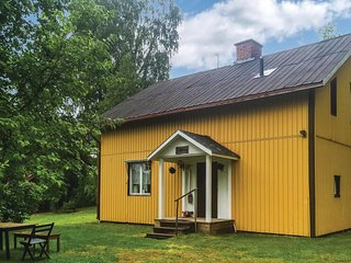Beautiful home in Ekshärad w/ 4 Bedrooms