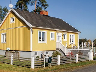 Nice home in Grästorp w/ WiFi and 3 Bedrooms