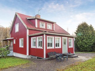 Stunning home in Hällekis w/ WiFi and 3 Bedrooms