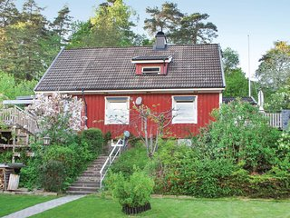 Beautiful home in Savedalen w/ WiFi and 4 Bedrooms