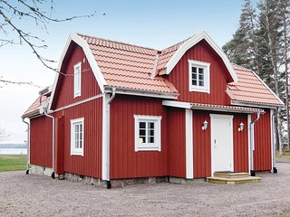 Amazing home in Gullspang w/ WiFi and 3 Bedrooms