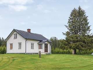 Nice home in Sjötofta w/ Sauna, WiFi and 2 Bedrooms