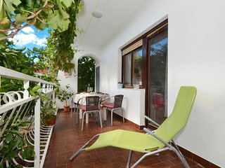 Vinisce Apartment Sleeps 6 with Air Con - 5776308