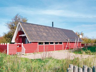 Beautiful home in Rømø w/ Sauna, WiFi and 2 Bedrooms (R10296)