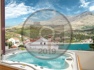 Stunning home in Slano w/ Jacuzzi, WiFi and 5 Bedrooms