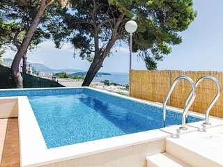 Nice home in Dubrovnik w/ WiFi and 5 Bedrooms