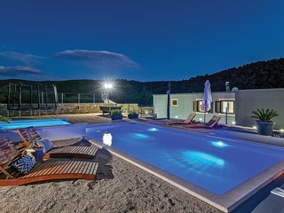 Stunning home in Srinjine w/ Jacuzzi, WiFi and 3 Bedrooms