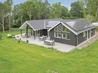 Beautiful home in Hornbæk w/ Sauna, WiFi and 5 Bedrooms (G4490)